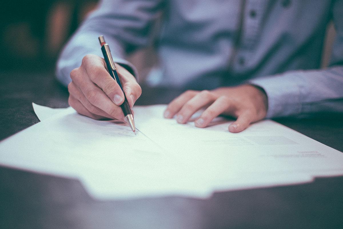 Redacción y Análisis de Contratos